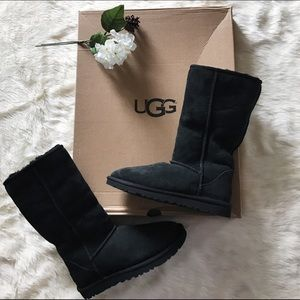 UGG Shoes - 🎉HP🎉NWOB UGG Classic Tall Boots