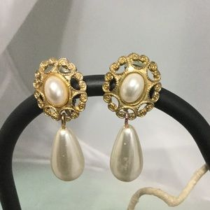 Jewelry - Vintage Gold & Pearl Clip on Earrings