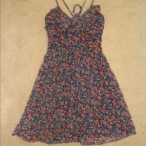 Super cute and flowy floral dress!