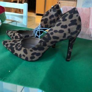 Ladies high heel leopard print shoes