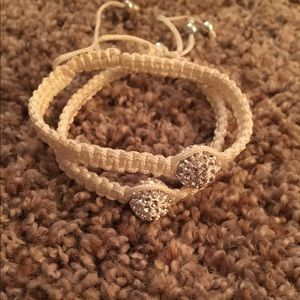 Trendy stackable bracelets in white and silver!