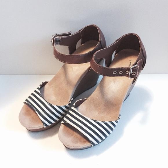 5aa8ee78441d Dr. Scholl s Shoes - Dr Scholls milestone nautical wedges