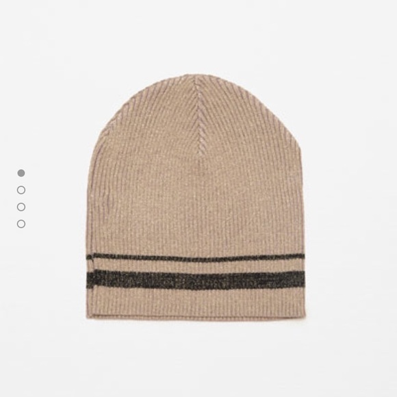 Zara Accessories - Shiny knitted hat
