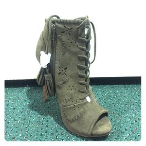 New Never worn lace up booties