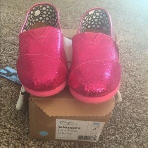 Shoes - Brand new pink glitter toms