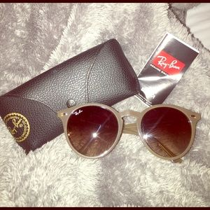 Ray-Ban Accessories - Authentic Women's Ray-Ban Sunglasses w/ Case