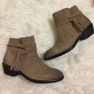 • Sofft booties with tassel detail size 7.5 •