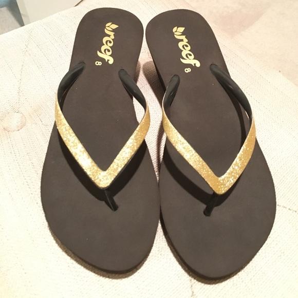 258d046376c Reef Krystal wedge gold glitter brown sandal 8 new.  M 58afa5e1a88e7d3bec0093d3