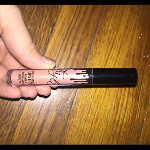 Kylie cosmetic metal matte lipstick in heir