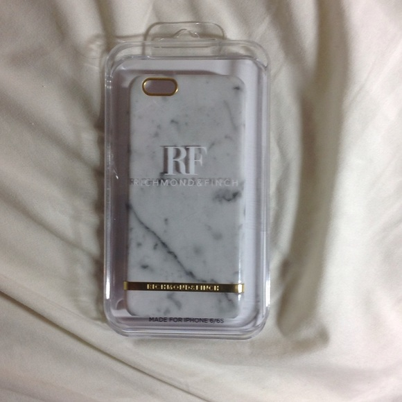 Richmond and Finch Accessories - Marble phone Case