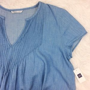 GAP light blue chambray cap sleeve NWT top
