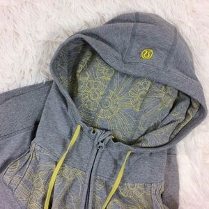 LULULEMON grey+ yellow floral bliss break hoodie