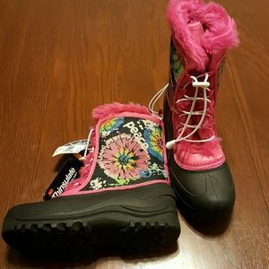 Other - Girls 4 M pink sassy peace boots - Celeste