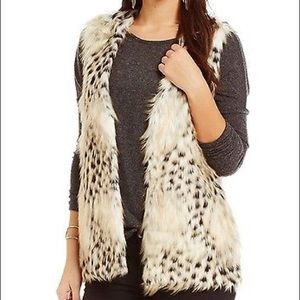 love on a hanger Jackets & Blazers - 🆓Love on a hanger faux animal print fur vest