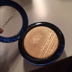 MAC Cosmetics Makeup - MAC Oh Darling highlighter