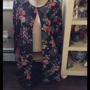 Amanda Lane Tops - Amanda Lane floral patterned jacket