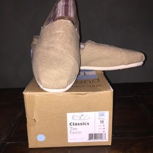 TOMS Other - Men's classic tan toms