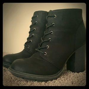 Seven Dials Shoes - Black boots