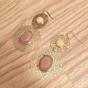 Jewelry - Gold filigree dangle earrings