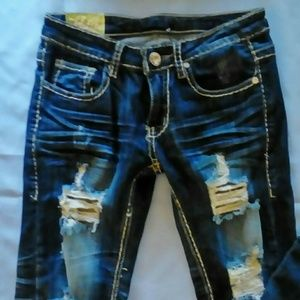 Juniors sz 25/0 factory distressed jeans!!