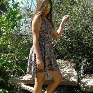 boutique  Dresses & Skirts - Paisley Stretch Spring Dress