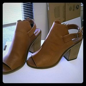 Steve Madden tan shoes