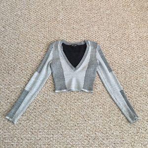 Very stylish symmetrical long sleeve v neck crop