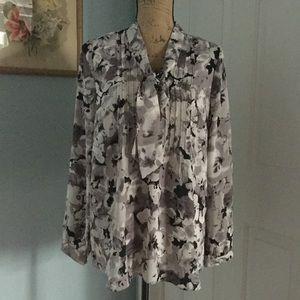🎉SALE!!🎉 Isaac Mizrahi floral necktie blouse