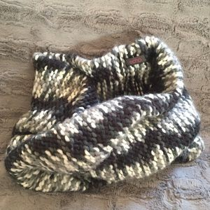 Echo Accessories - Chunky knit shades of gray infinity scarf