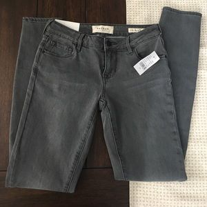 Brand new PACSUN low rise skinny jeans.