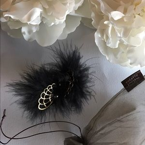 Colette Malouf Accessories - Cabaret Jaw Clip in Black.