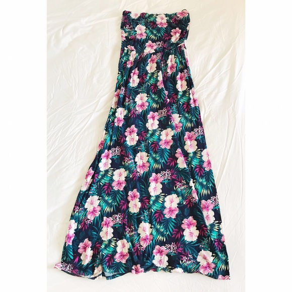 Forever 21 Dresses - Strapless Hawaiian Print Dress 🌺