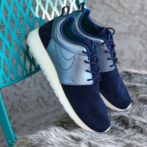 Nike Shoes - 🎊sale🎊NWT Nike roshe prm suede