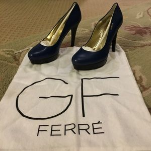 Gianfranco Ferre Shoes - Gorgeous dark blue and black GF Ferre heels 👠
