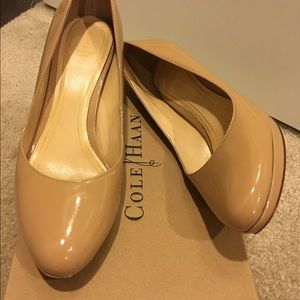 Auth Cole Haan patent leather Chelsea low pumps