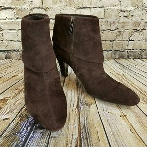Like-new Bandolino Quinlee Suede Foldover Bootie