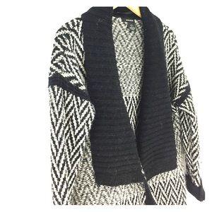 DKNY Sweaters - DKNY knit chevron print cardigan wrap