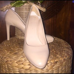 Banana Republic Shoes - Versatile!! Banana Republic Nude Pump Worn Once
