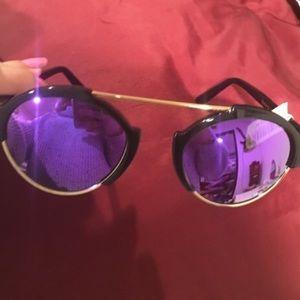 Illesteva Accessories - Illesteva Milan III Sunglasses 😎