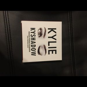 Kylie Cosmetics Other - Kylie Kyshadow Bronze  eyeshadow palette