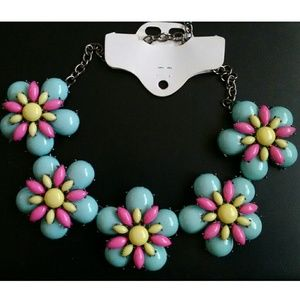 Jewelry - New! Super Chunky Retro Statement Flower Necklace