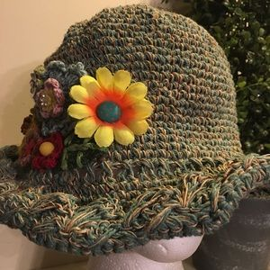 Accessories - Heavy teal green wired brim hat w/embroidery 🌸🌼