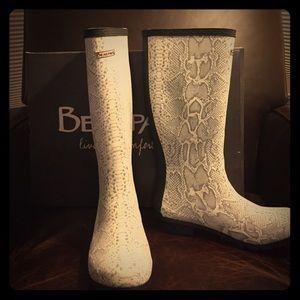 Bearpaw Snake Print Rainboots