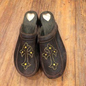 Volatile Shoes - Volatile clog size 9 w/ studded cross