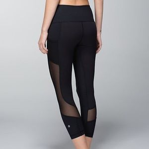 lululemon athletica Pants - Seek the Heat Crops - size 2
