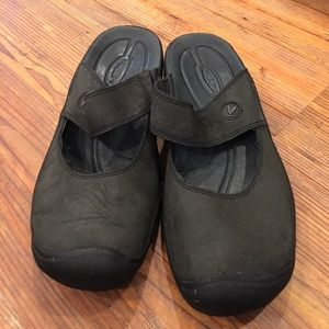 keen Shoes - Keen black leather slip on's size 8