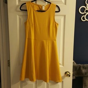 H&M Dresses & Skirts - H&M mustard cut-out back sundress
