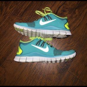 Women's Nike free run 5.0 sneakers
