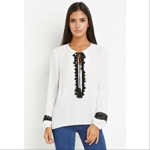 Forever 21 Tops - White Top With Tassel Detail🎀