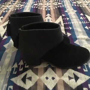 TOMS Shoes Leila Boot Sz 8 suede and wool ankle bt